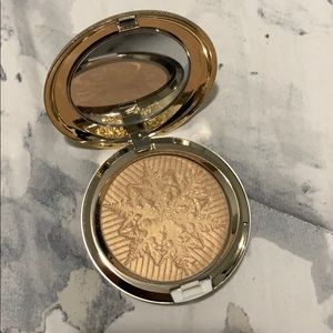 Mac Cosmetics Opalescent Face powder